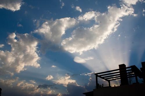 Las nubes van entrando
